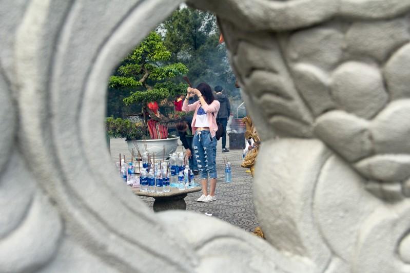 Thảnh thơi đi xin 'nước cam lồ' ở tượng đài Quan âm - ảnh 11