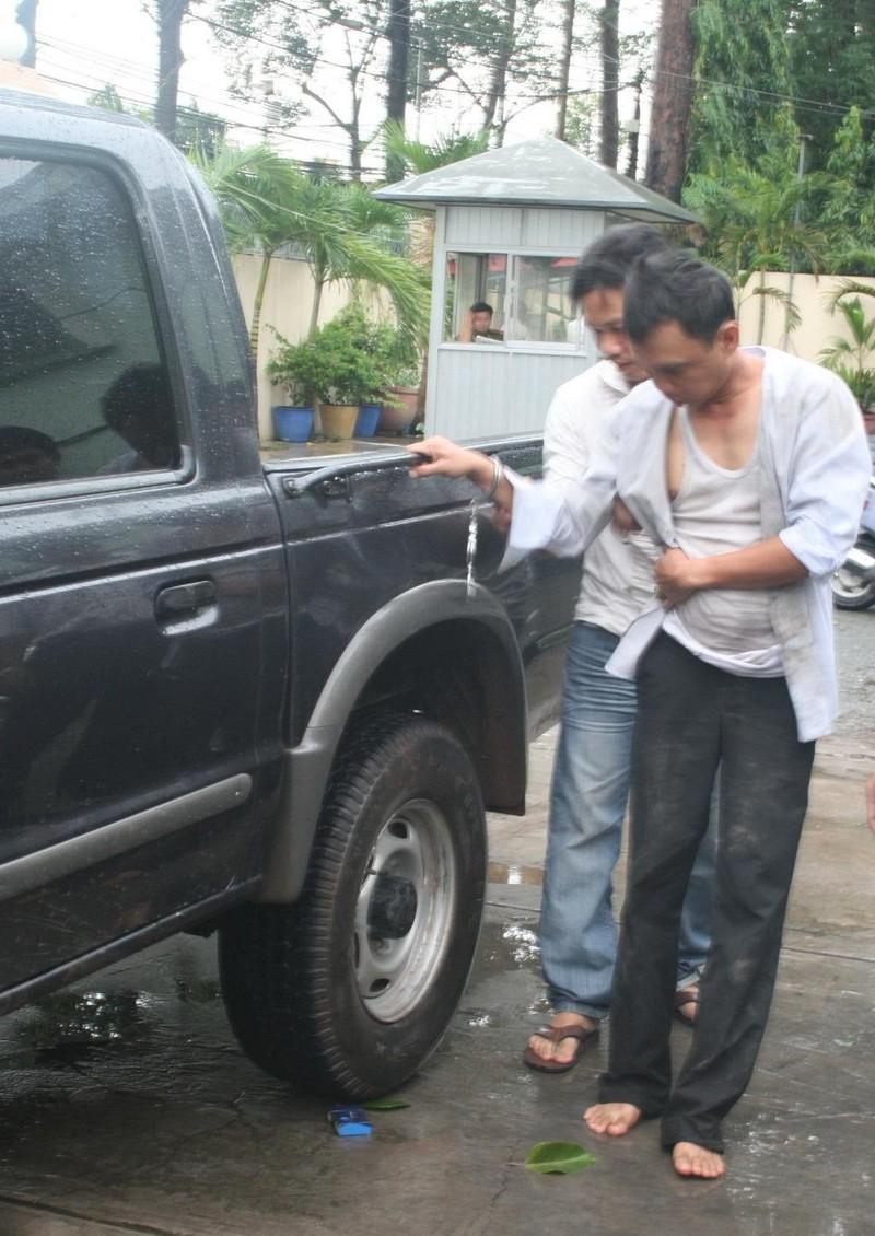 Truy bắt nhóm dàn cảnh báo xe thủng lốp để trộm tiền - ảnh 2