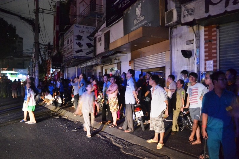 Giải cứu 11 người mắc kẹt trong vụ cháy khách sạn ở trung tâm TP - ảnh 3