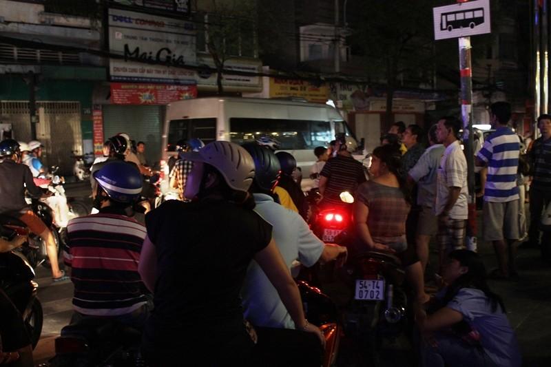 Giải cứu 11 người mắc kẹt trong vụ cháy khách sạn ở trung tâm TP - ảnh 4