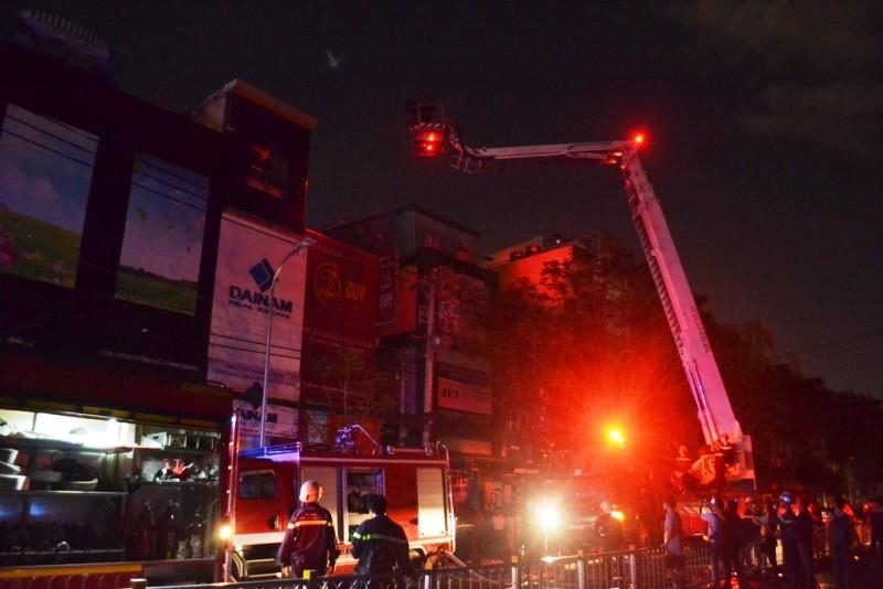 Cháy tiệm ảnh cưới ở trung tâm Sài Gòn - ảnh 1