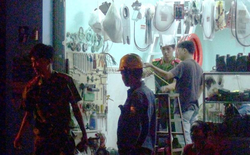 Nam thanh niên bị điện giật chết khi nối điện cho hội chợ - ảnh 1
