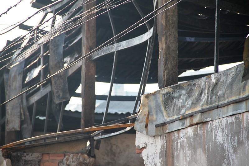 Xưởng dệt cháy lớn, một công nhân tử vong  - ảnh 7