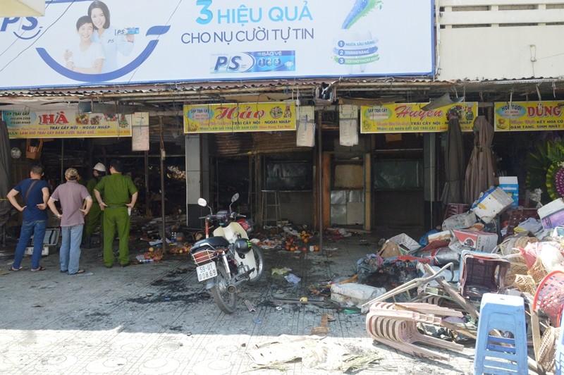 Lửa thiêu rụi bảy sạp hàng ở chợ Hòa Hưng - ảnh 2