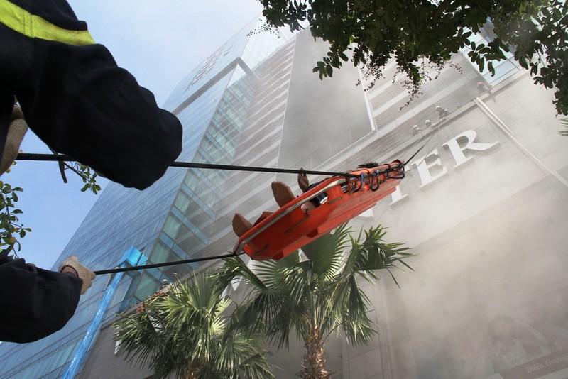 Hàng ngàn người diễn tập chữa cháy ở trung tâm Sài Gòn  - ảnh 4