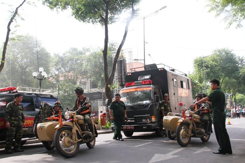 Hàng ngàn người diễn tập chữa cháy ở trung tâm Sài Gòn  - ảnh 5
