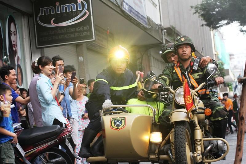 'Giải cứu' tòa nhà Vincom Đồng Khởi 26 tầng bị cháy lớn - ảnh 12