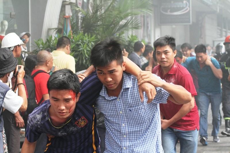 'Giải cứu' tòa nhà Vincom Đồng Khởi 26 tầng bị cháy lớn - ảnh 13