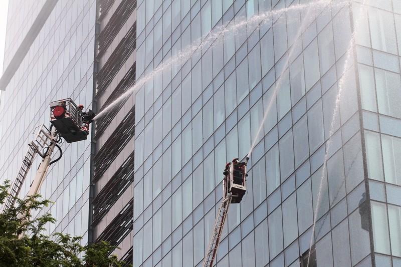 'Giải cứu' tòa nhà Vincom Đồng Khởi 26 tầng bị cháy lớn - ảnh 14