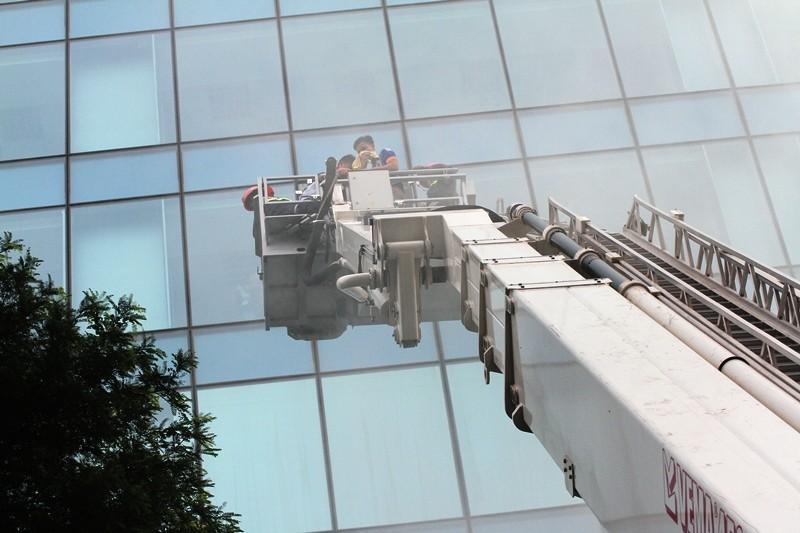 'Giải cứu' tòa nhà Vincom Đồng Khởi 26 tầng bị cháy lớn - ảnh 2