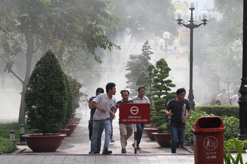 'Giải cứu' tòa nhà Vincom Đồng Khởi 26 tầng bị cháy lớn - ảnh 4