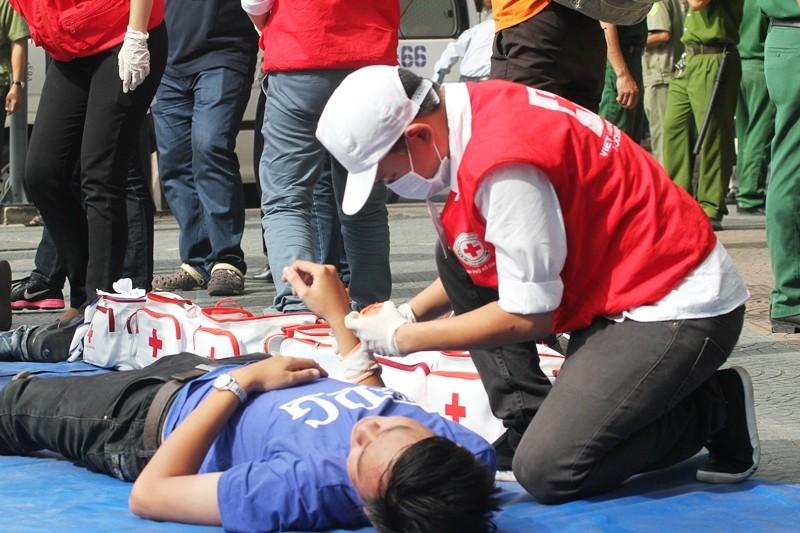'Giải cứu' tòa nhà Vincom Đồng Khởi 26 tầng bị cháy lớn - ảnh 8