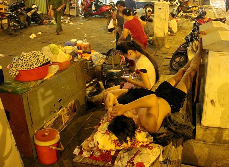 Cảnh người dân phải 'màn trời chiếu đất' vì vụ cháy ở trung tâm Sài Gòn - ảnh 10