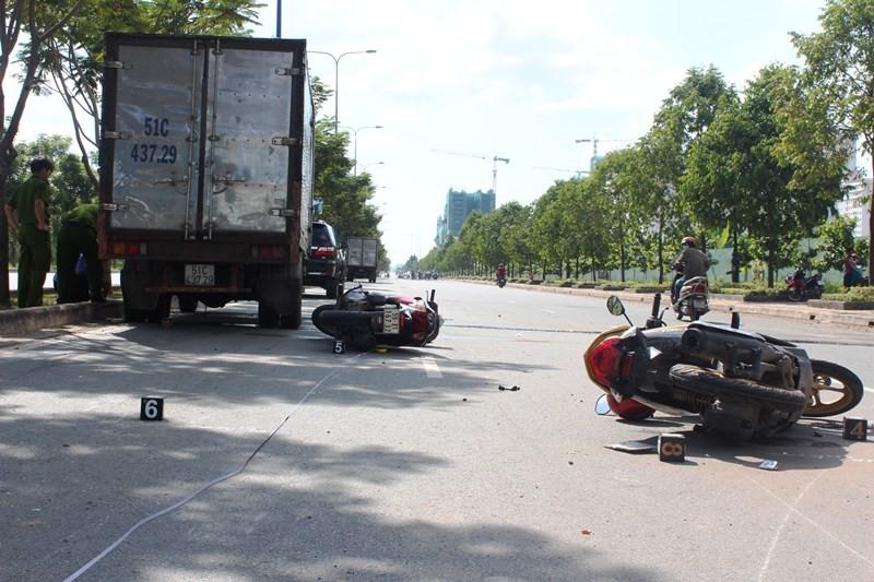 Tai nạn liên hoàn trên đại lộ Mai Chí Thọ làm hai người thương vong - ảnh 1
