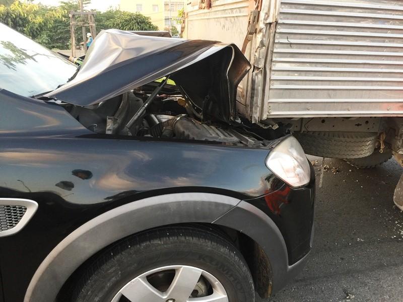 Ô tô đua nhau gây tai nạn, xa lộ Hà Nội ùn tắc - ảnh 1