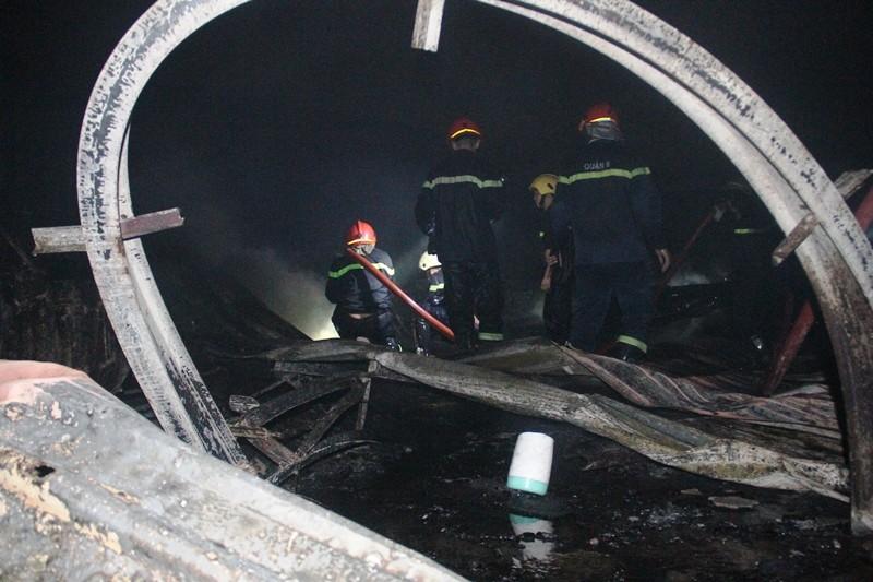 Cháy nhà kho công ty sản xuất nón bảo hiểm  - ảnh 9