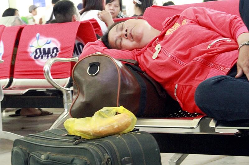 Những giấc ngủ mê ở bến xe ngày giáp Tết - ảnh 13