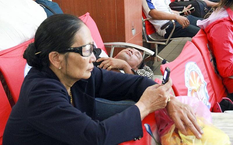 Những giấc ngủ mê ở bến xe ngày giáp Tết - ảnh 20