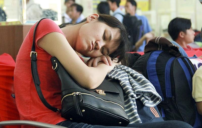 Những giấc ngủ mê ở bến xe ngày giáp Tết - ảnh 5