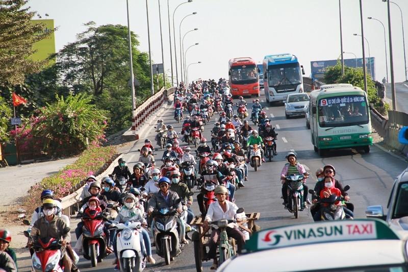 Ngày cuối đợt nghỉ tết, cửa ngõ về Sài Gòn thông thoáng - ảnh 13