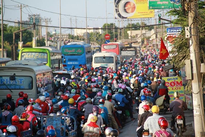 Ngày cuối đợt nghỉ tết, cửa ngõ về Sài Gòn thông thoáng - ảnh 1