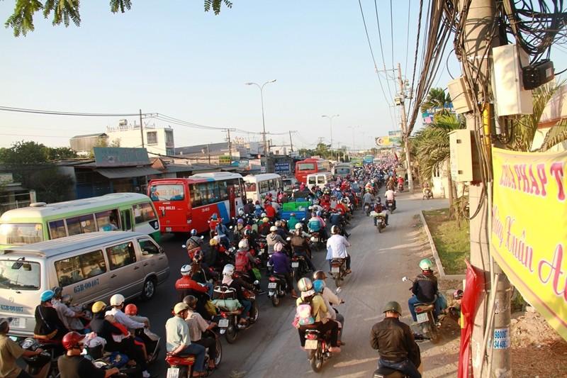 Ngày cuối đợt nghỉ tết, cửa ngõ về Sài Gòn thông thoáng - ảnh 3