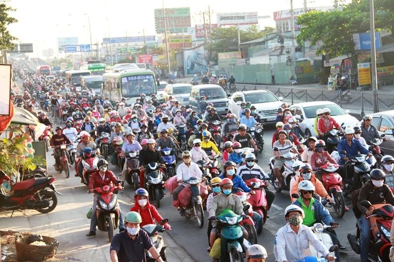Ngày cuối đợt nghỉ tết, cửa ngõ về Sài Gòn thông thoáng - ảnh 6