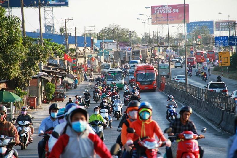 Ngày cuối đợt nghỉ tết, cửa ngõ về Sài Gòn thông thoáng - ảnh 7