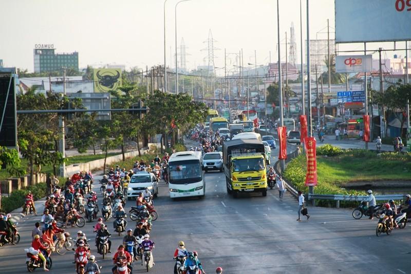 Ngày cuối đợt nghỉ tết, cửa ngõ về Sài Gòn thông thoáng - ảnh 8