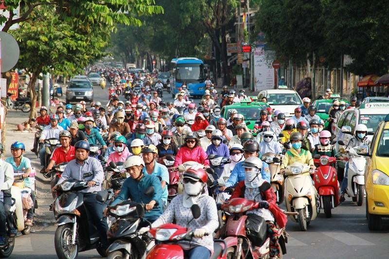 Phố Sài Gòn lại tất bật với xe cộ ngày làm việc đầu năm - ảnh 9
