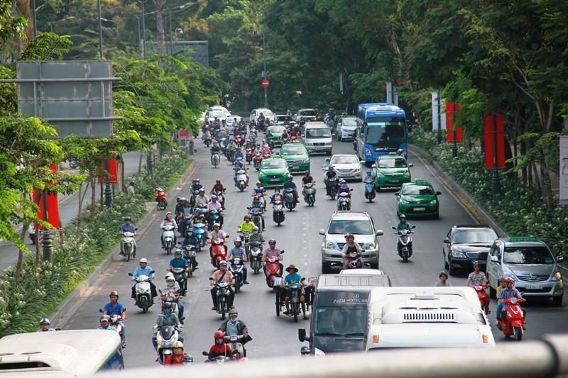 Phố Sài Gòn lại tất bật với xe cộ ngày làm việc đầu năm - ảnh 7