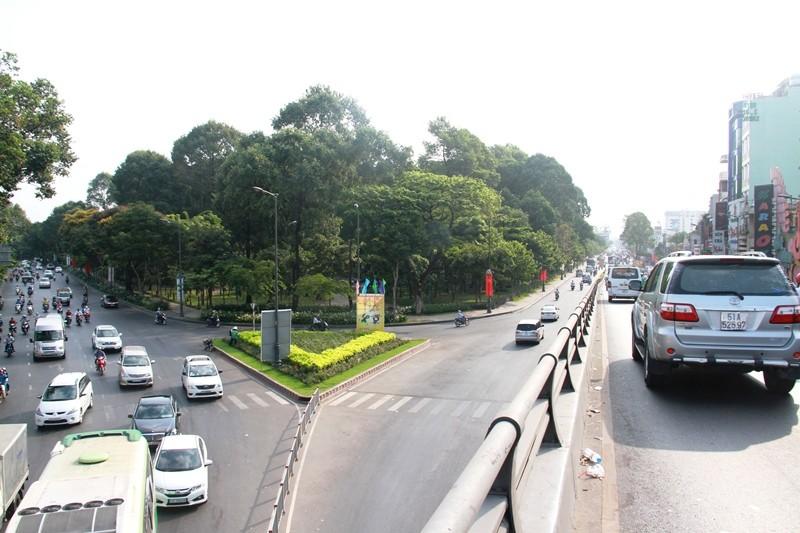 Phố Sài Gòn lại tất bật với xe cộ ngày làm việc đầu năm - ảnh 8