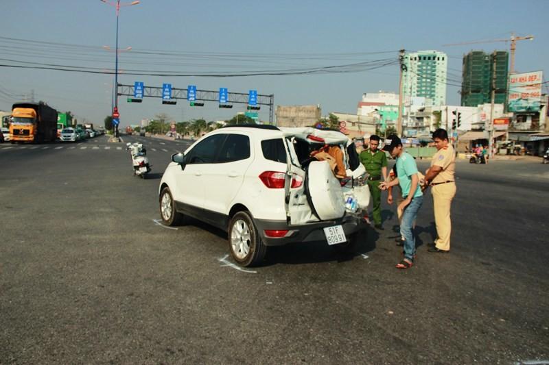 Xe rác húc văng ô tô 20 m, bốn người hoảng loạn kêu cứu - ảnh 3