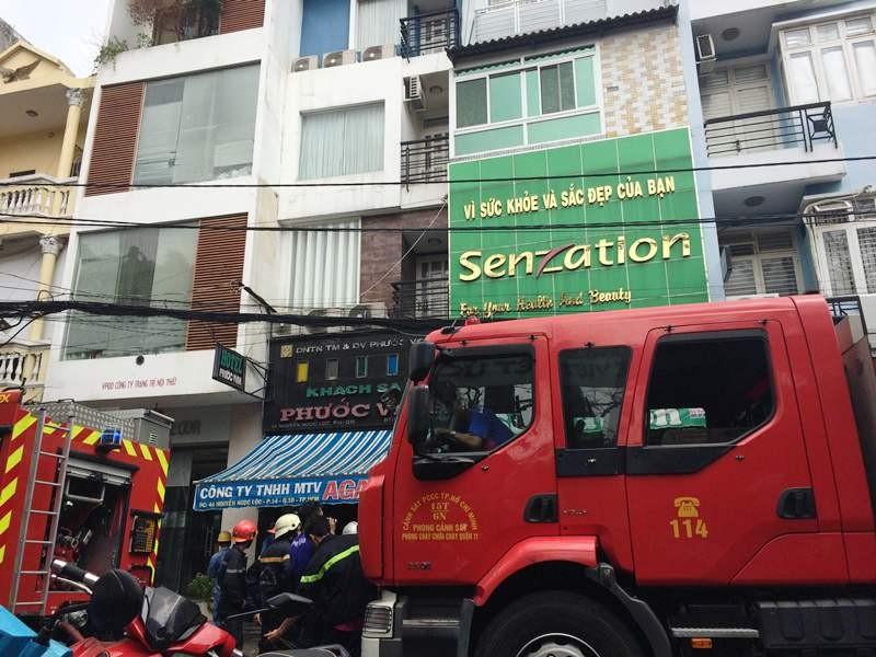 Cháy khách sạn sáu tầng, khách lưu trú hoảng loạn tháo chạy - ảnh 2