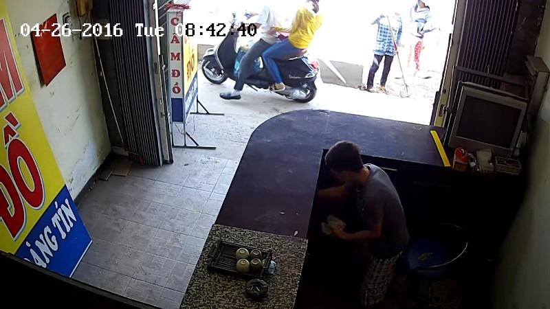 Thiếu niên 17 tuổi tắt camera để trộm vẫn không thoát - ảnh 1