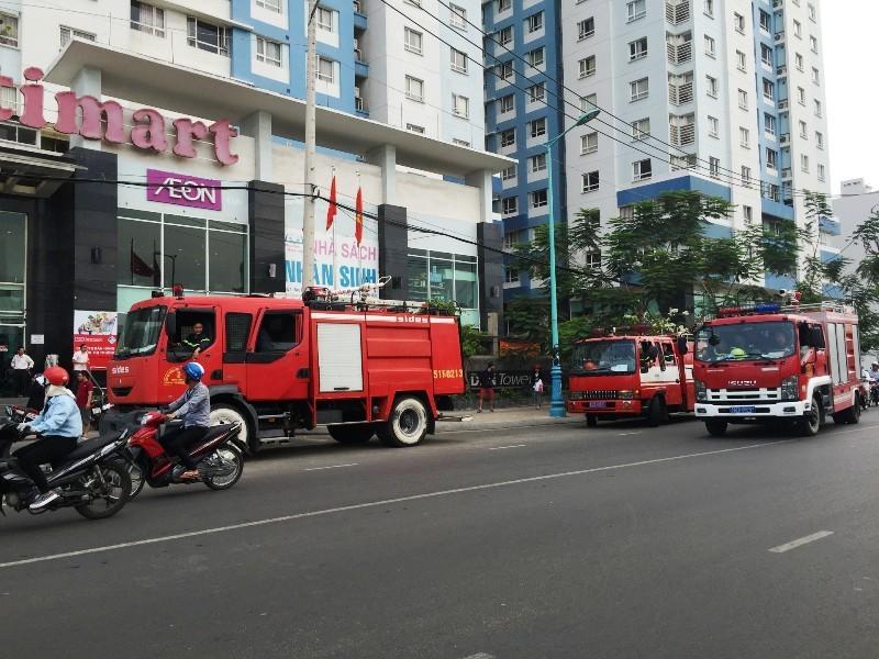TP.HCM: Hoảng loạn tháo chạy vì chung cư 20 tầng bị cháy - ảnh 1