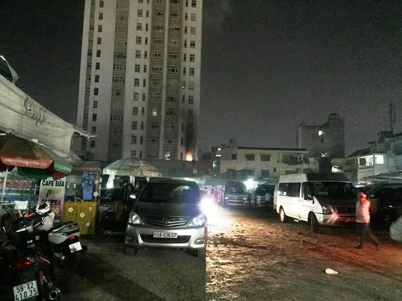 Cháy chung cư ở Bình Thạnh, dân hoảng loạn tháo chạy - ảnh 1