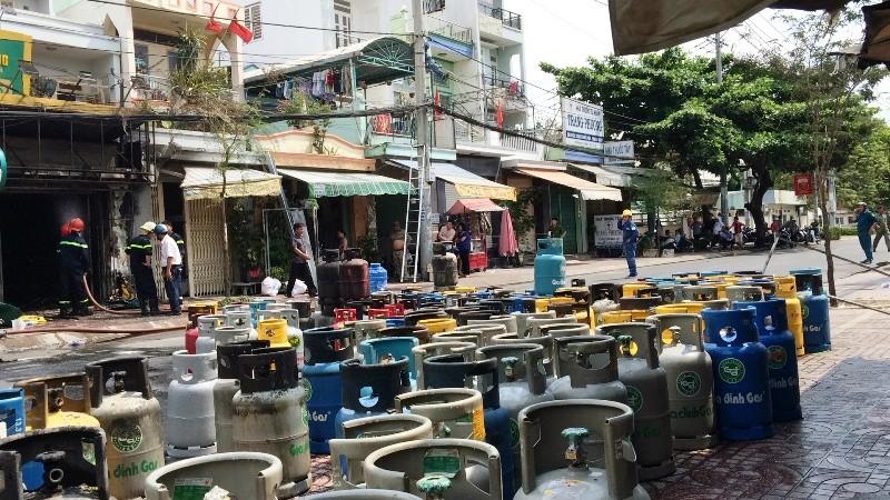 Thanh niên nghi ngáo đá lao vào cửa hàng gas, châm lửa tự sát - ảnh 2