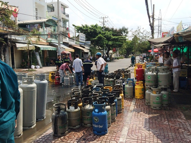 Thanh niên nghi ngáo đá lao vào cửa hàng gas, châm lửa tự sát - ảnh 3