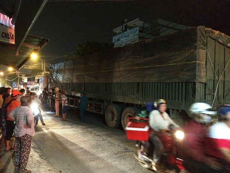 Người đàn ông tử nạn dưới bánh xe container - ảnh 1