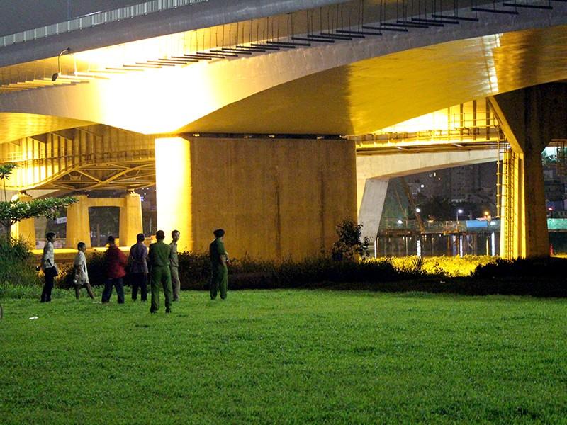 Người đàn ông khoảng 40 tuổi nhảy cầu Sài Gòn trong đêm khuy và tử vong