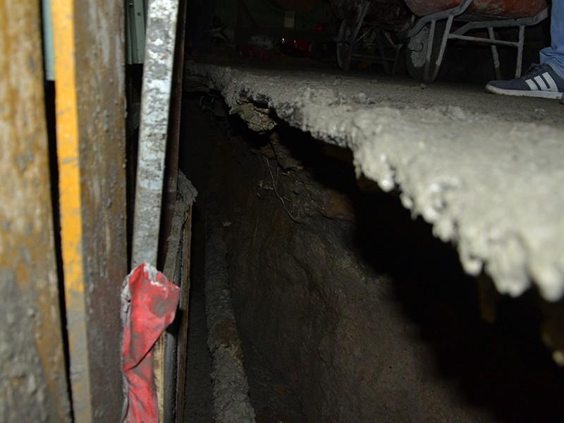 Công trình xây dựng ở trên đường Cống Quỳnh (quận 1) bị sụt lún khiến người dân lo lắng di tản