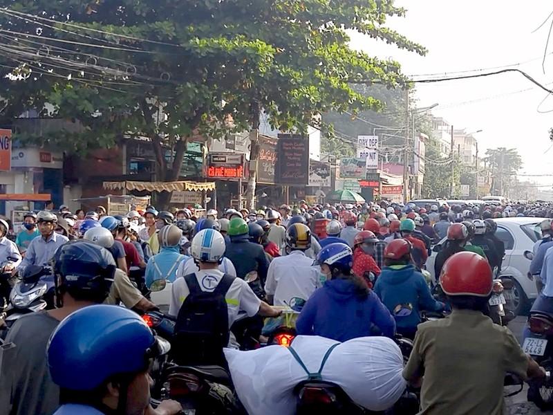 Vụ tai nạn khiến giao thông khu vực bị ùn ứ nghiêm trọng