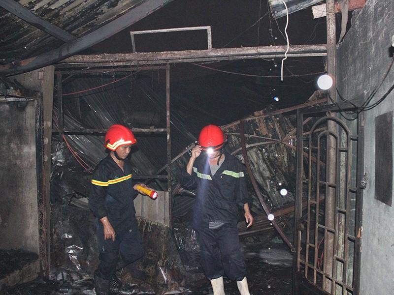 Đám cháy bùng phát ở khu xưởng rộng 2.000 mét vuông ở quận Bình Tân, TP.HCM tối 25-7