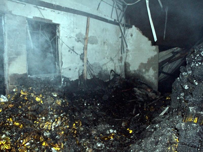 Hỏa hoạn thiêu rụi nhiều diện tích nhà xưởng và cháy xém một cơ sở sản xuất cạnh đó