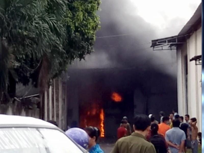 Đám cháy bùng phát tại một công ty dệt ven TP.HCM sáng ngày 3-8