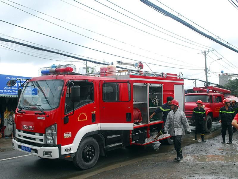 Cháy lớn tại công ty dệt ven TP.HCM - ảnh 3