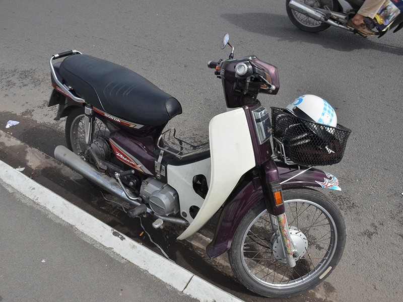 Chiếc xe máy, đôi dép... để lại tại hiện trường