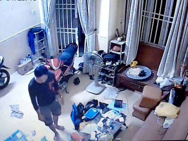 Hình ảnh từ camera an ninh ghi lại lúc Tâm đột nhập vào nhà lấy tài sản
