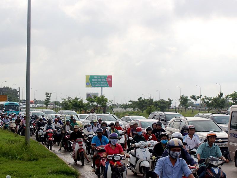 Vụ tai nạn khiến giao thông khu vực bị ùn ứ